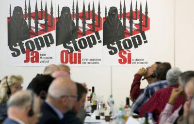 Gran éxito del referendum contra los minaretes en Suiza