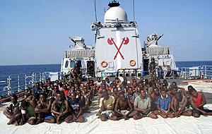Imaxe facilitada pola Mariña da India dos piratas capturados tras a abordaxe do 'Vega 5' o pasado sábado FOTO: INDIAN NAVY